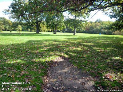 Miniwaukan Park, Main course, Hole 11 Tee pad