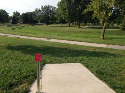 Kiwanis Park, Main course, Hole 1 Tee pad