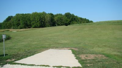 Tendick Nature Park, Main course, Hole 1 Tee pad