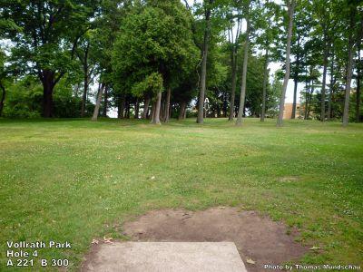 Vollrath Park, Main course, Hole 4 Tee pad