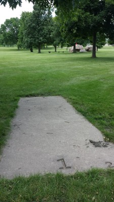 Eagle DGC - Memorial Park, Main course, Hole 1 Tee pad