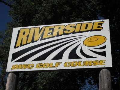 Riverside DGC, Main course, Hole 1 Tee pad