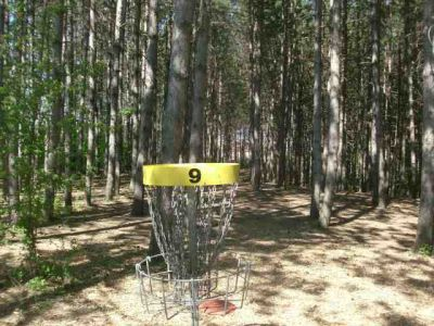 White Spruce Park, Main course, Hole 9 Short tee pad