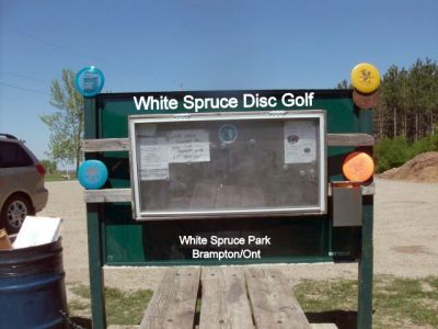 White Spruce Park, Main course, Hole 1 Short tee pad