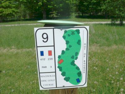 University of Guelph Magnolia, Main course, Hole 9 Short tee pad