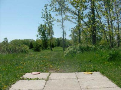 Bronte Creek Provincial Park, Main course, Hole 12 Short tee pad
