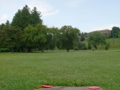 Riverview Park, Main course, Hole 9 Short tee pad