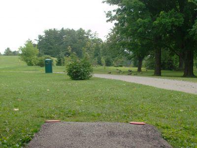 Riverview Park, Main course, Hole 5 Short tee pad