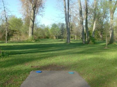 Toronto Island Park, Main course, Hole 1 Short tee pad