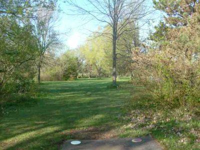 Toronto Island Park, Main course, Hole 2 Short tee pad