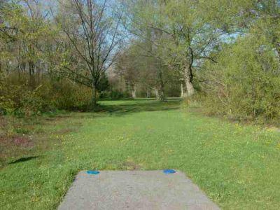 Toronto Island Park, Main course, Hole 5 Short tee pad