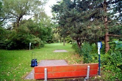 Toronto Island Park, Main course, Hole 2 Long tee pad