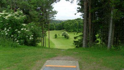 Järva Discgolf Park, Main course, Hole 20 Tee pad