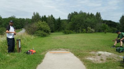 Järva Discgolf Park, Main course, Hole 9 Tee pad