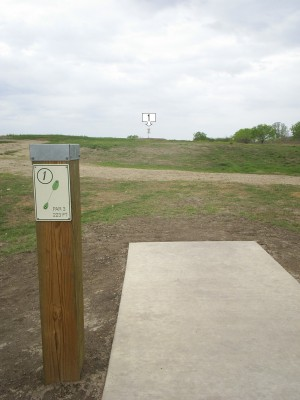 Pearsall Park, Main course, Hole 1 Tee pad