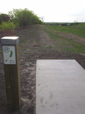 Pearsall Park, Main course, Hole 18 Tee pad
