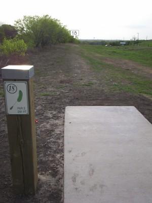 Pearsall Park, Main course, Hole 18 Tee pad