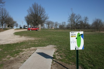 Lake Shore DGC, Main course, Hole 1 Tee pad
