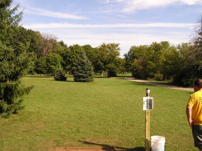Irving Park, Main course, Hole 1 Tee pad