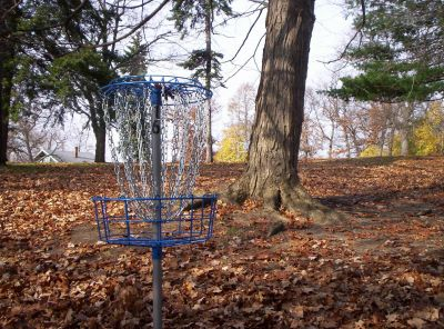 Irving Park, Main course, Hole 16 Putt