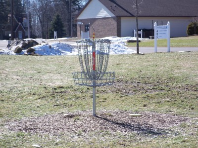 Fowlerville United Brethren DGC, Main course, Hole 8 Putt
