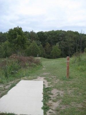 Mary Beth Doyle Park, Main course, Hole 3 Tee pad