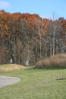 Mary Beth Doyle Park, Main course, Hole 2 Midrange approach