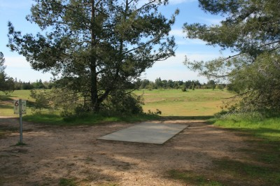 Woodward Legacy DGC, Main course, Hole 6 Short tee pad