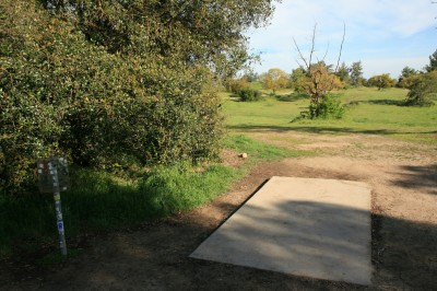 Woodward Legacy DGC, Main course, Hole 1 Short tee pad