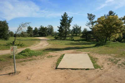 Woodward Legacy DGC, Main course, Hole 2 Short tee pad