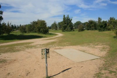 Woodward Legacy DGC, Main course, Hole 12 Short tee pad