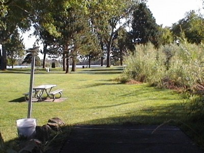 Two Rivers Park, Main course, Hole 2 Tee pad