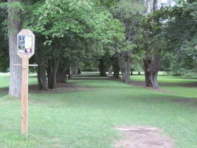 Portage Lakes DGC, Main course, Hole 7 Long tee pad
