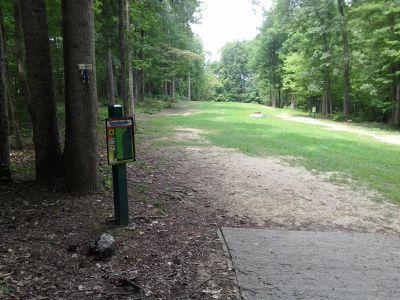 Creekside Park, Creekside Park Disc golf, Hole 4 Middle tee pad