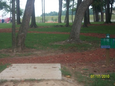 War Memorial Park, Main course, Hole 6 Tee pad