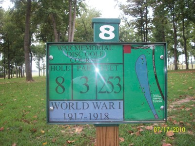 War Memorial Park, Main course, Hole 8 Hole sign