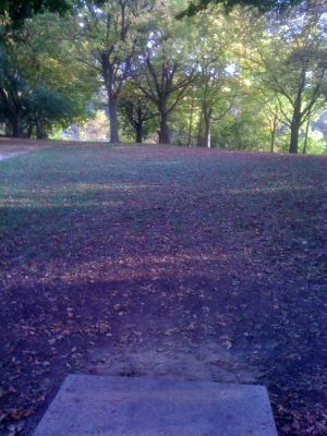 Estabrook Park, Main course, Hole 10 Tee pad