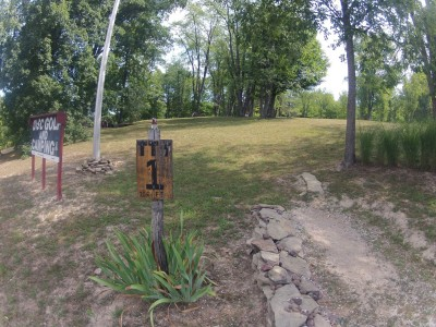 The Timberdoodle Thicket, Main course, Hole 1 Tee pad