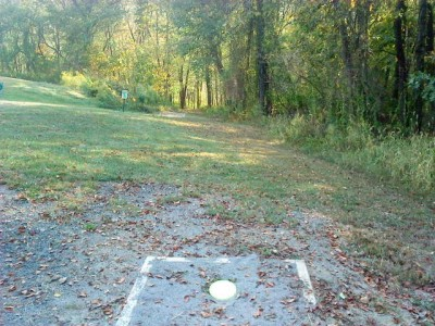 Two Mile Run Park, Main course, Hole 8 Long tee pad