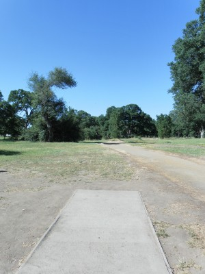 Rocklin Disc Golf Course, Main course, Hole 4 Tee pad