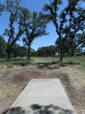 Rocklin Disc Golf Course, Main course, Hole 18 Tee pad