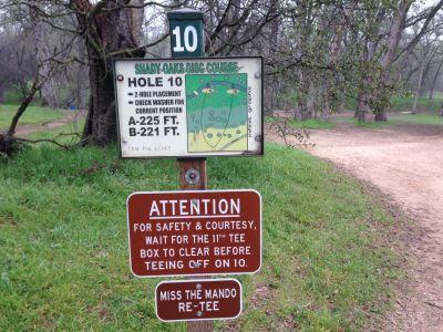 Shady Oaks Park, Main course, Hole 10 Hole sign