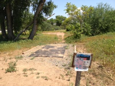 Cottonwood Riverfront Park, Main course, Hole 8 Tee pad