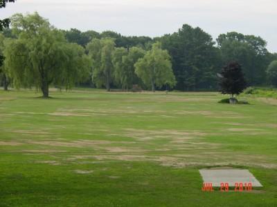 Pleasant Hill Disc Golf, Main course, Hole 1 Tee pad