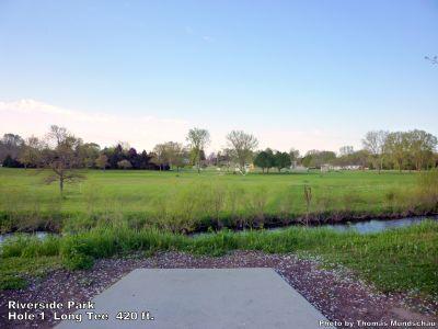 Riverside Park, Main course, Hole 1 Long tee pad