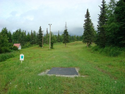 Hilltop DGC, Main course, Hole 2 Tee pad