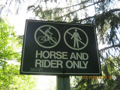 E.T. Seton Park, Main course, Hole 9 Hole sign