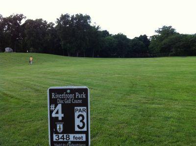 Riverfront Park, Main course, Hole 4 Tee pad