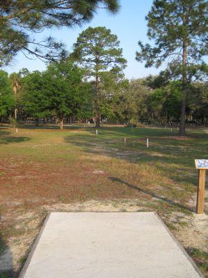 Under The Oaks, Main course, Hole 3 Tee pad