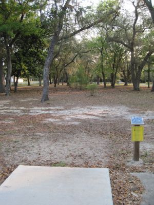 Under The Oaks, Main course, Hole 1 Tee pad